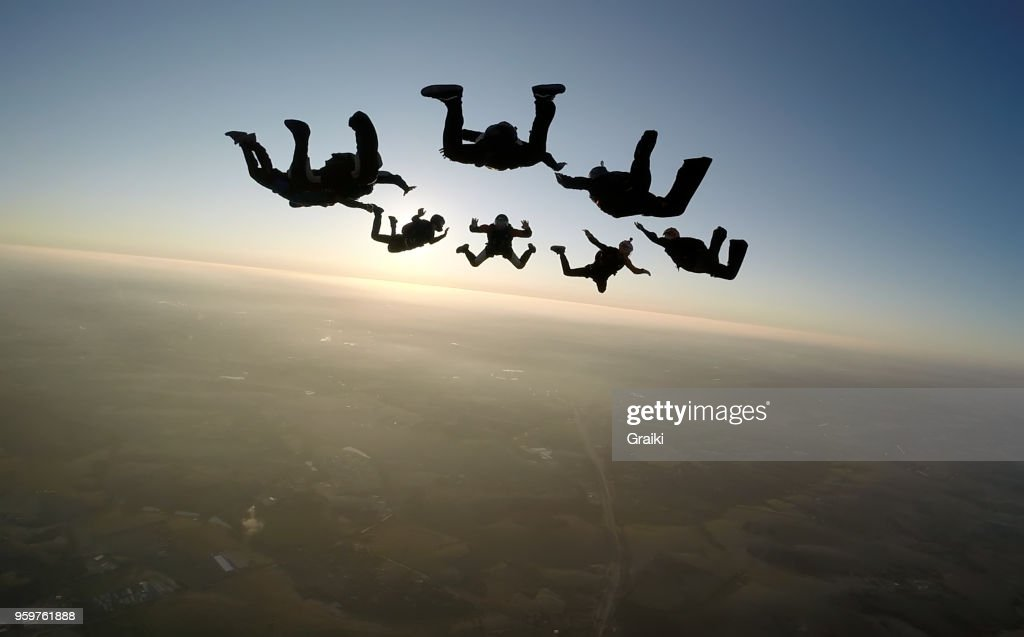 Skydiving group at the sunset : Foto de stock