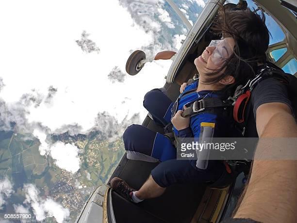Skydiving tandem at the door