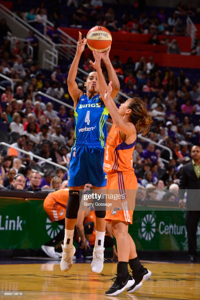 Skylar Diggins-Smith #4 of the Dallas Wings shoots the ball against the Phoenix Mercury on May 14, 2017 at Talking Stick Resort Arena in Phoenix, Arizona.
