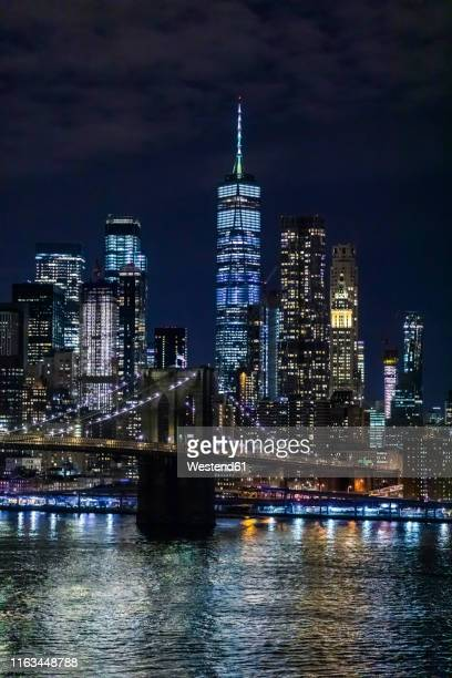 skyline at night with east river and brooklyn bridge, manhattan, new york city, usa - one world trade center stock pictures, royalty-free photos & images