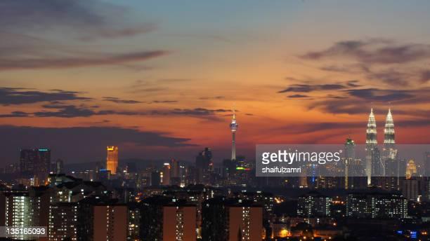 skyline at sunset in kuala lumpur - shaifulzamri stock pictures, royalty-free photos & images
