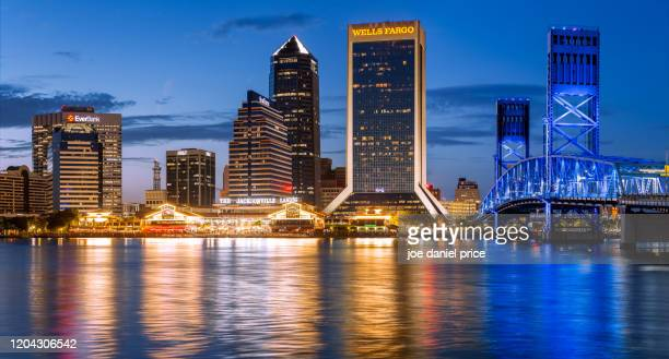 skyline, blue hour, jacksonville, florida, america - jacksonville florida stock pictures, royalty-free photos & images