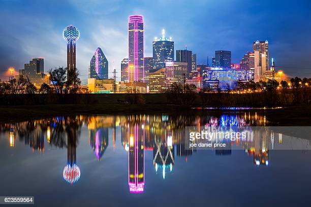 skyline, dallas, texas, america - texas photos et images de collection