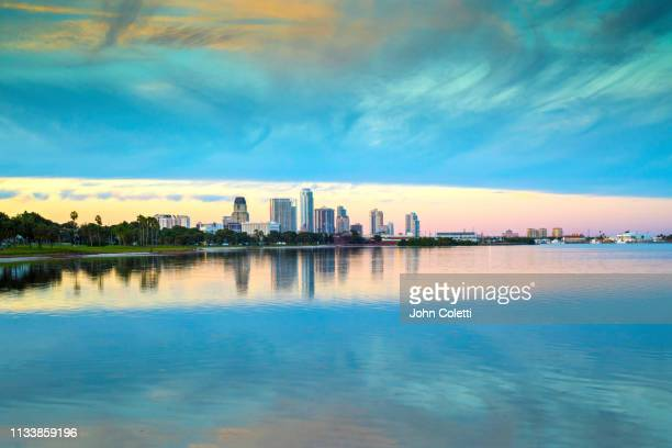 skyline, downtown, tampa bay, saint petersburg, florida - フロリダ セントピーターズバーグ ストックフォトと画像