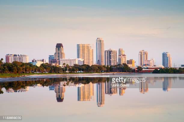 skyline, downtown, tampa bay, saint petersburg, florida - san petersburgo fotografías e imágenes de stock