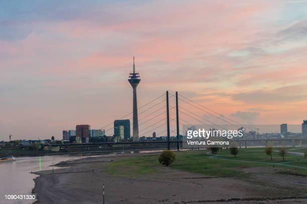 skyline düsseldorf, germany - medienhafen stock-fotos und bilder