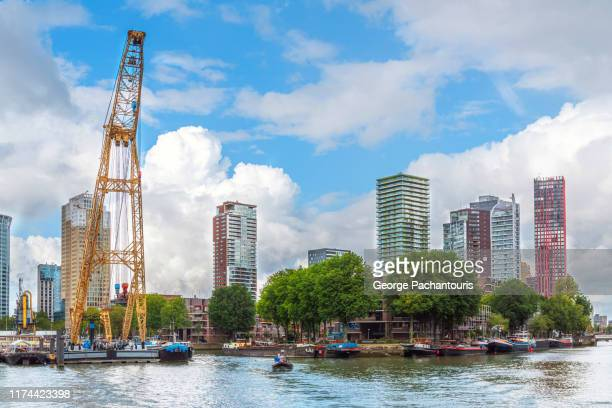 skyline in rotterdam, the netherlands - hollande méridionale photos et images de collection