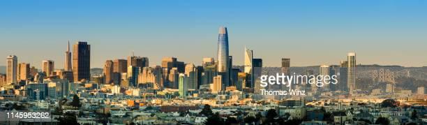 s. f. skyline in the afternoon - サンフランシスコ金融地区 ストックフォトと画像