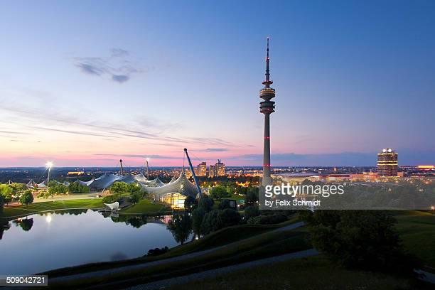 skyline munich - parc olympique lieu photos et images de collection