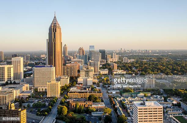 skyline of atlanta, georgia - atlanta skyline stock pictures, royalty-free photos & images