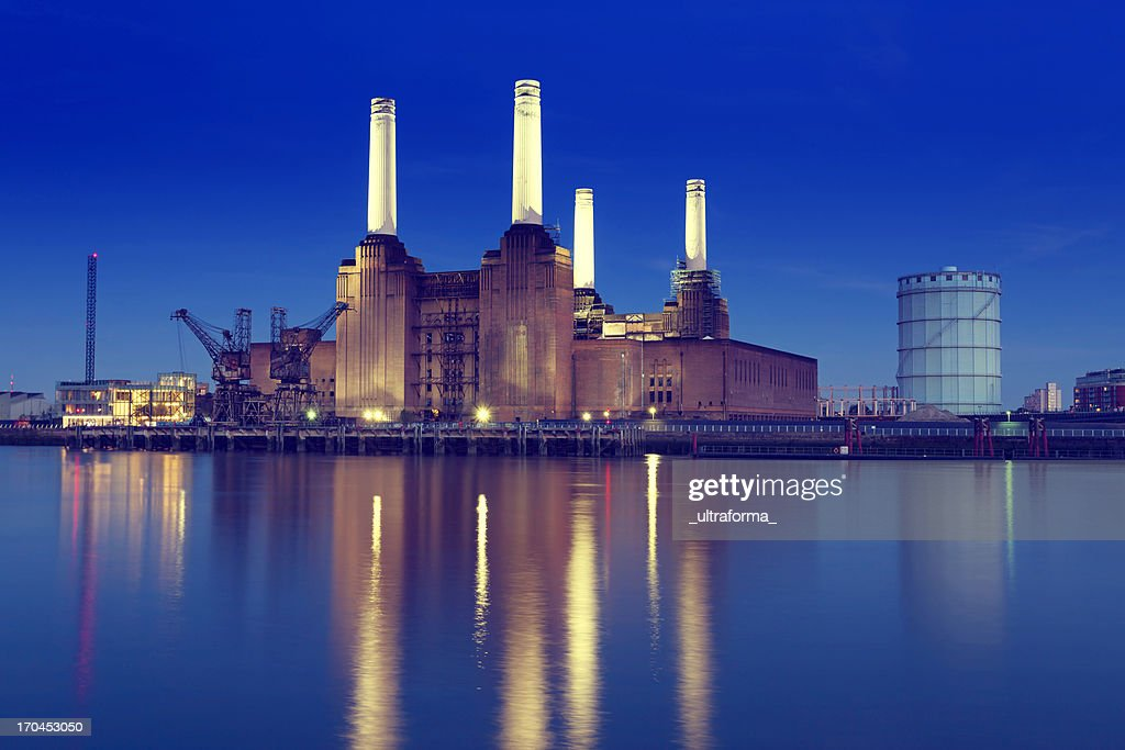 Skyline of Battersea Power Station with lake reflection : Stock Photo