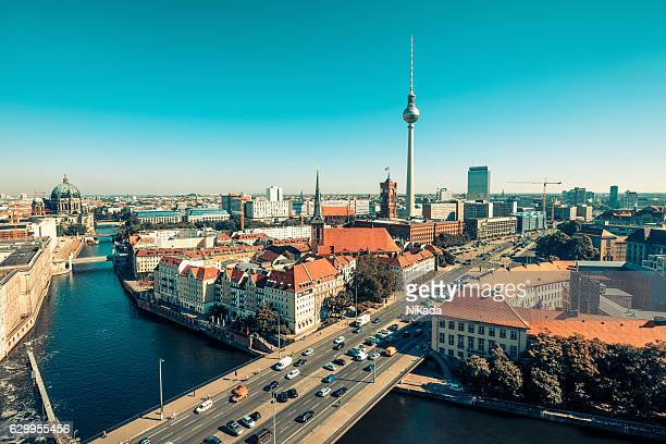 Skyline of Berlin (ドイツ)の塔の夕暮れ