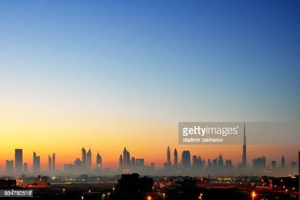 skyline of dubai 2018 - 2018 photos et images de collection