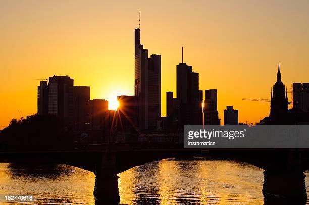 Skyline von Frankfurt am Main bei Sonnenuntergang