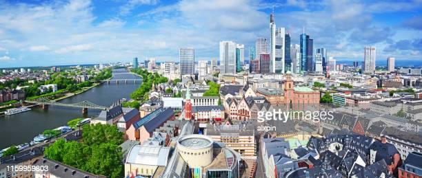 skyline von frankfurt, deutschland - frankfurt stock-fotos und bilder