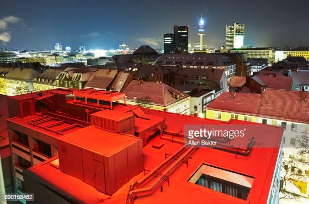 skyline of hannover illuminated at night - industriegebiet stock-fotos und bilder