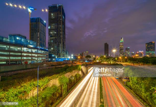 skyline of ho chi minh city by night from the thu thiem tunnel - thiem foto e immagini stock