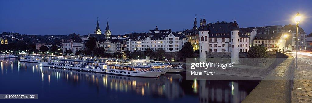 Skyline of Koblenz reflecting in river at dusk : Foto stock