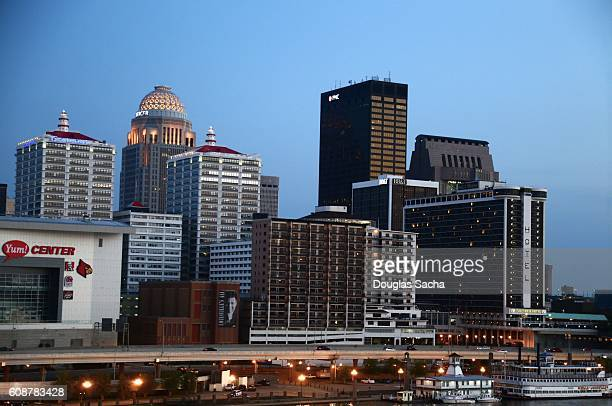 skyline of louisville, kentucky, united states - louisville kentucky stock pictures, royalty-free photos & images
