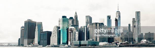 skyline of lower manhattan's financial district from across the east river. new york city, usa - horizonte urbano imagens e fotografias de stock
