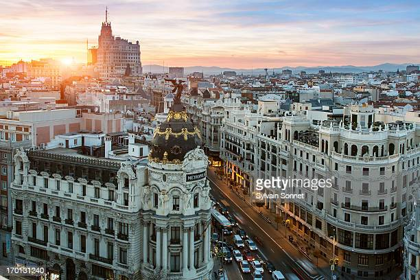 skyline of madrid with metropolis building and gra - madrid - fotografias e filmes do acervo