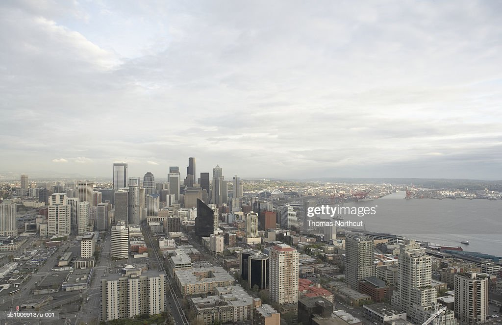 Skyline of modern city and harbor, aerial view : Stockfoto