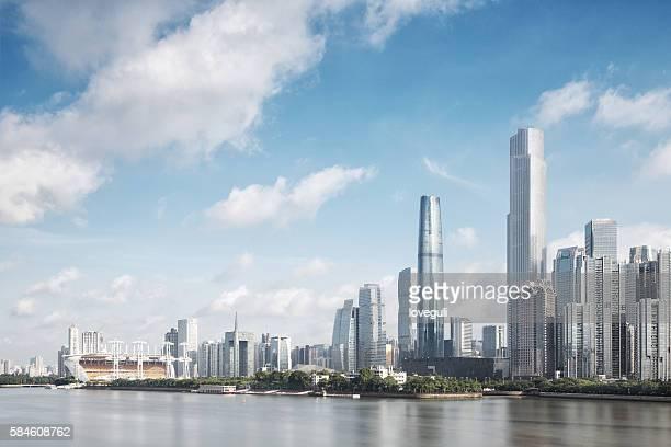 skyline der modernen stadt mit wolkenlandschaft in guangzhou - guangzhou stock-fotos und bilder