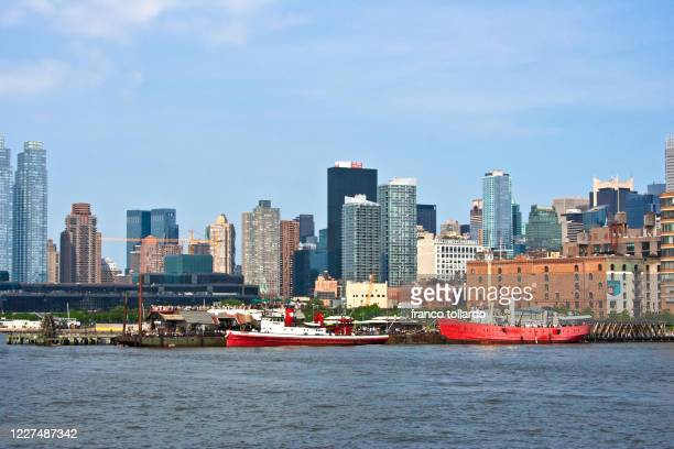 skyline of new york from the hudson river - metropolitan museum of art new york city stock pictures, royalty-free photos & images