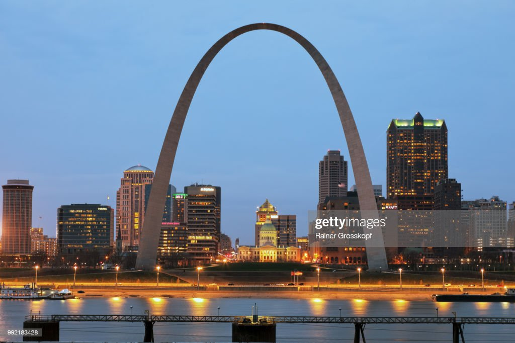 Skyline of St. Louis with Gateway Arch at night : Photo