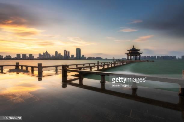 skyline of suzhou at sunset - luogo d'interesse locale foto e immagini stock