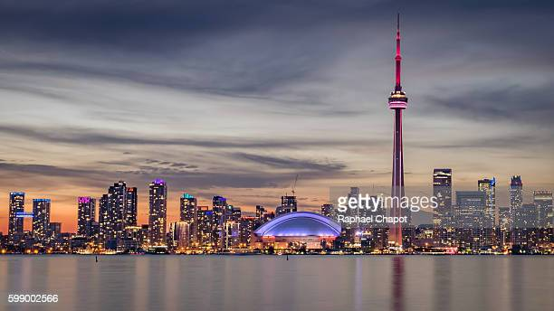 skyline of toronto shot from the centre islands during sunset - cn tower stock pictures, royalty-free photos & images