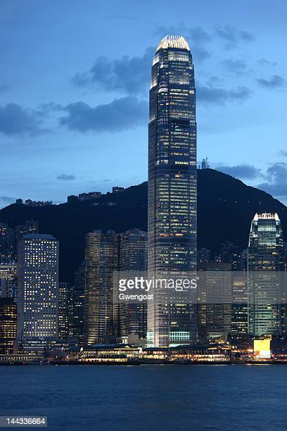 skyline of victoria harbour in hong kong - gwengoat stock pictures, royalty-free photos & images
