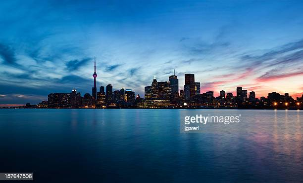 Skyline photo of downtown Toronto at dusk