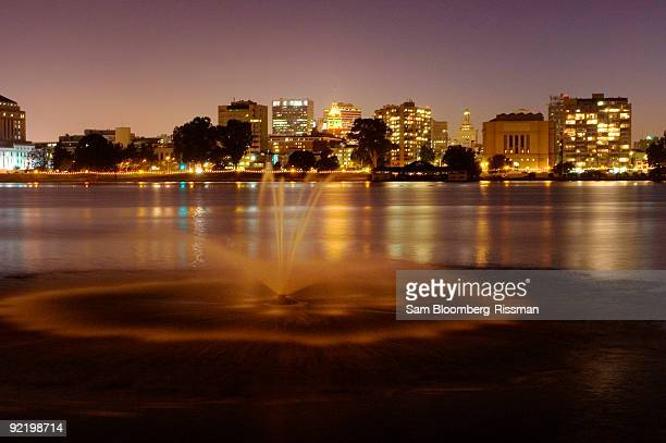 skyline - oakland california skyline stock pictures, royalty-free photos & images