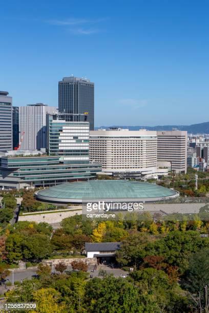 大阪城日本のビジネスパークのスカイラインビュー - 大阪ビジネスパーク ストックフォトと画像