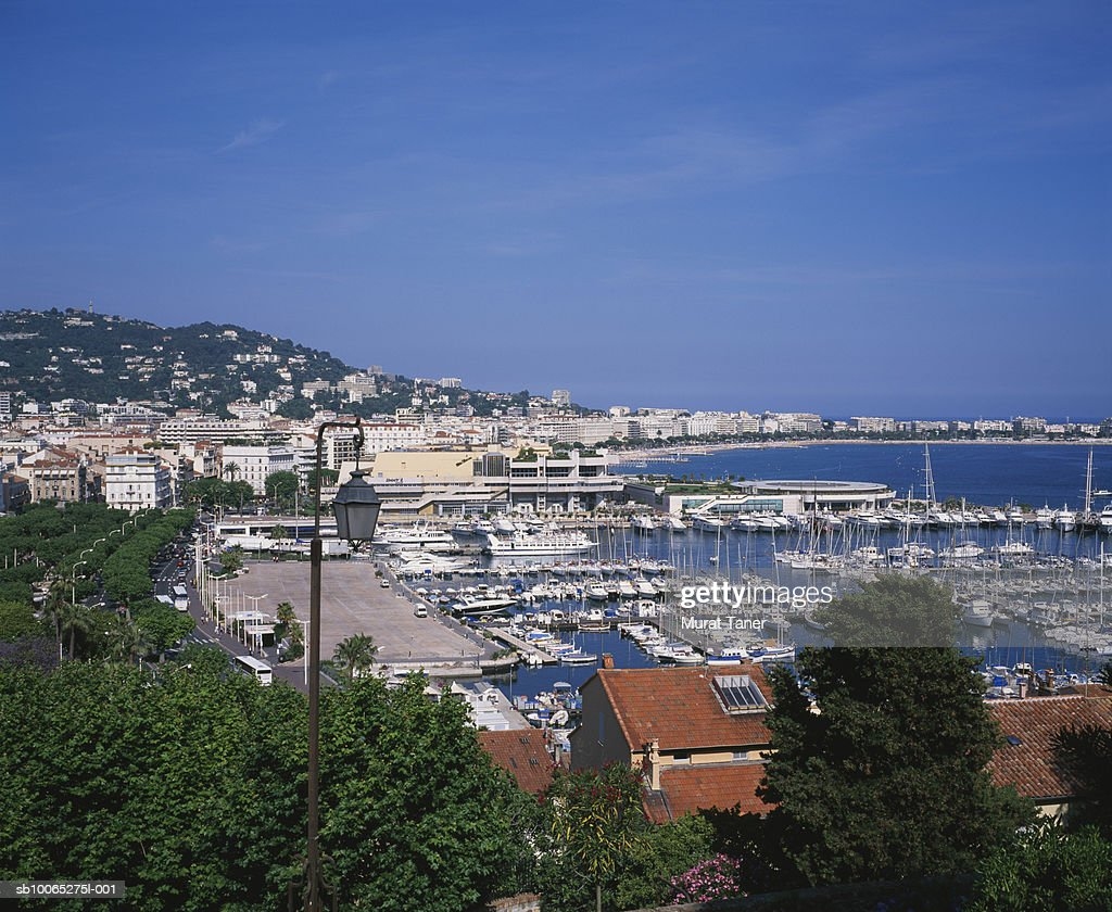 Skyline view of Cannes and harbor, elevated view : Foto stock