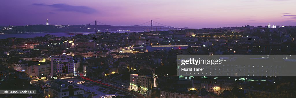 Skyline view of Lisbon at dusk, elevated view : Foto stock