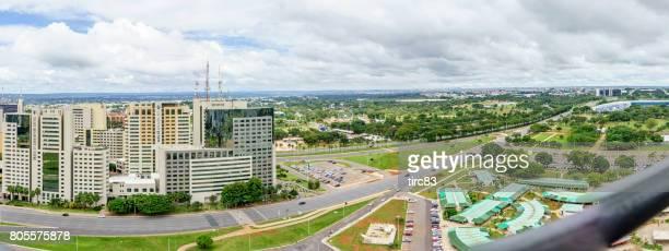 skyline vue sur centre-ville de brasilia - brasilia photos et images de collection