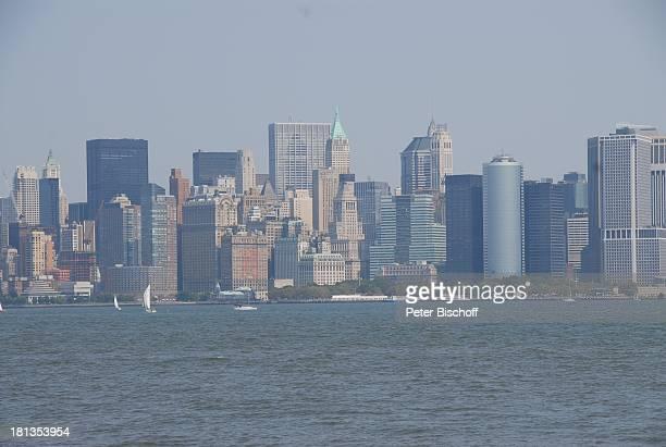 Skyline von Manhattan Empire State Building New York USA Vereinigte Staaten von Amerika Hochhäuser Wasser Reise