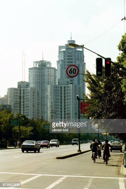 Skyline von Shanghai Boom Town der Volksrepublik China 800 Wolkenkratzer gibt es bereits 8000 weitere sind in Planung Hier wird bald der deutsche...