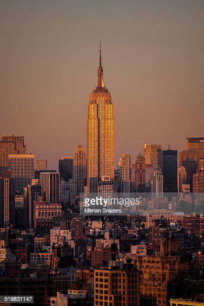 skyline with empire state building - merten snijders stock pictures, royalty-free photos & images
