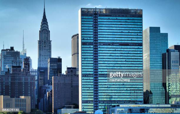 ny skyline with united nations - united nations building stock pictures, royalty-free photos & images