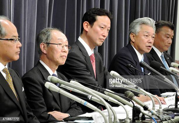 Skymark Airlines Chairman Takshi Ide, lawyers Makoto Tahira, Takeo Nakahara, investment fund Integral representative director Nobuo Sayama and ANA...