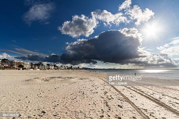 sky's the limit - loire atlantique photos et images de collection