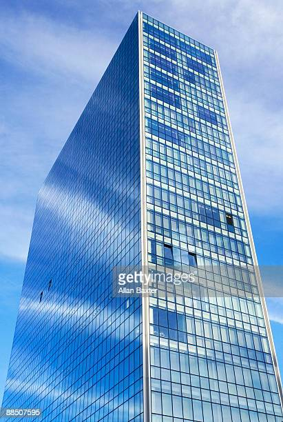 Skyscraper at 'Paseo de Uribitarte'.