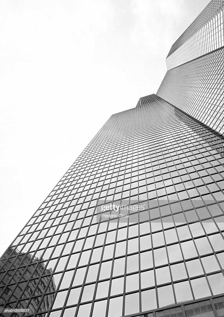 Skyscraper, low angle view : Foto de stock