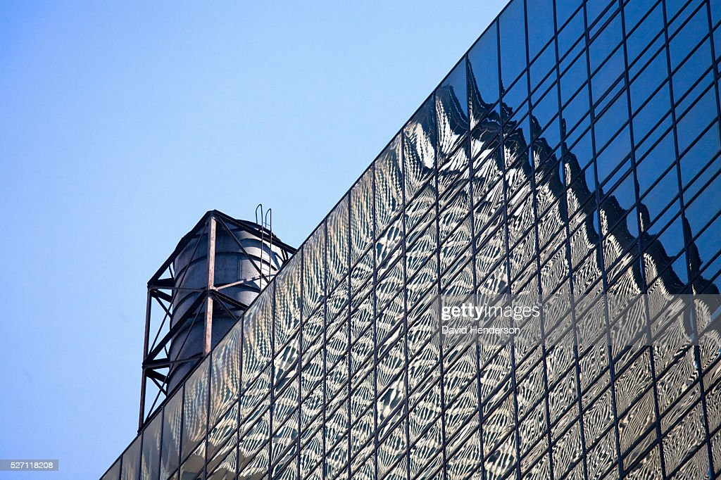 Skyscraper reflected in another glass building : Stockfoto