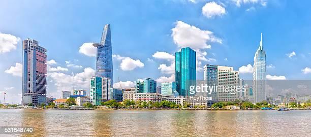 skyscrapers along saigon river - ho chi minhstad stockfoto's en -beelden