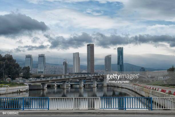 skyscrapers and highway and reflections on a creek,izmir. - emreturanphoto stock-fotos und bilder