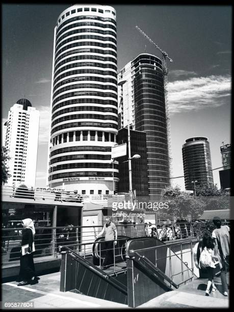 高層ビルと zincirlikuyu 地区住宅 - シシュリ ストックフォトと画像